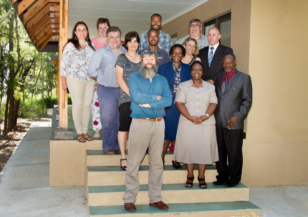 Southern African Wildlife College staff with representatives from the University of Mpumalanga. Back row, left to right: Dr Yolanda Pretorius , Anelle Rautenbach, Sboniso Phakati, Gerhard Viljoen (UMP), Ashwell Glasson, Chris Kafoteka, Dr Cleo Graf, Prof Dan Parker (UMP) Theresa Sowry, Prof Thoko Mayekiso (UMP), Prof Alan Gardiner, Prof Phindile Lukhele Olorunju (UMP), Prof Moses Mbewe (UMP).